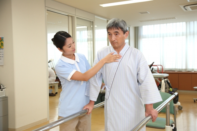 理学療法士が介護職につくことは多い?介護保険を使って仕事をするには?